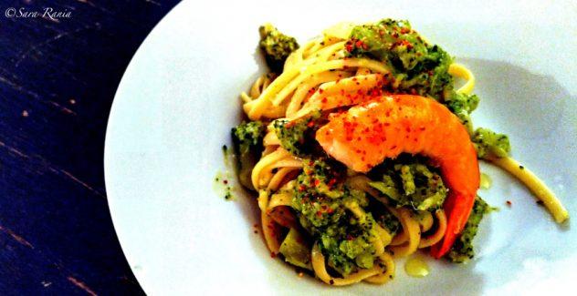 Saint-Valentin à l'italienne avec les pâtes aux gambas et broccoli